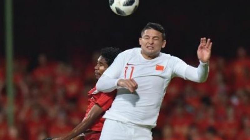 """ประตูประวัติศาสตร์ """"เอลเคสัน"""" เหมาเบิ้ลยิงช่วยทีมชาติจีน เอาชนะคู่แข่ง 5-0"""