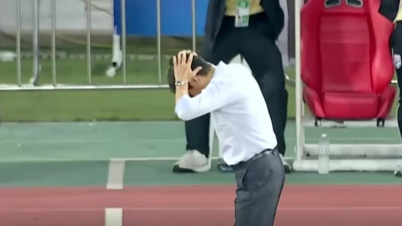 ชมช๊อต ครอสสุดสวยจังหวะลุ้นประตูครั้งแรก เกมทีมชาติไทย กับ UAE ทำเอากุนซือญี่ปุ่น อากิระ นิชิโนะ ถึงกับออกอาการอย่างนี้ จะเป็นไงไปชม!!!