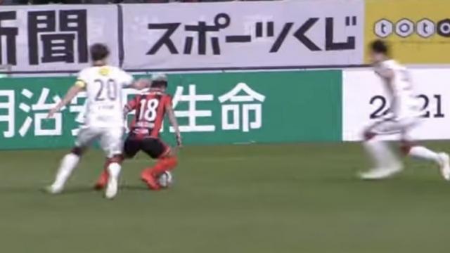 """แฟนบอลญี่ปุ่นจับทุกจังหวะ """"ชนาธิป"""" ดวล คาชิม่า แอนท์เลอร์ส"""