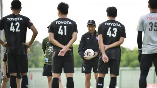 """โค้ชจุ่น โพสต์ภาพเมื่อ """"ทีมชาติไทย"""" ชุดแรกต้องกักตัว"""