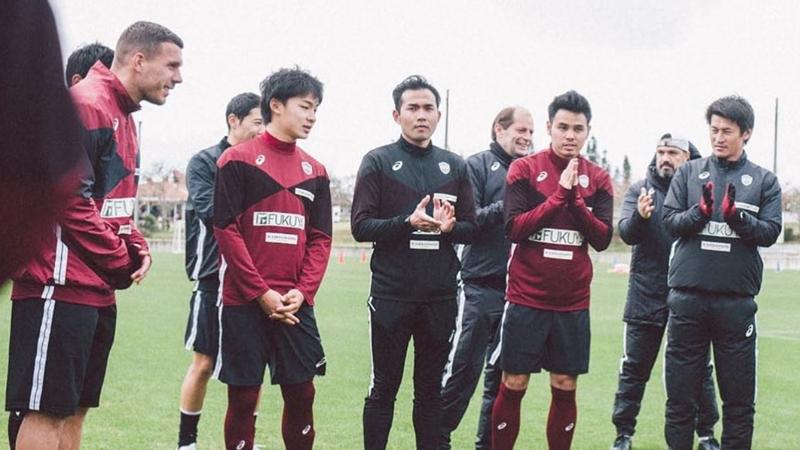 """โดนใจแฟนบอล!! โพสต์จากยอดดาวยิงระดับโลก """"ลูคัส โพลดอลสกี้"""" ถึงแบ็คซ้ายทีมชาติไทย """"บุญจัง"""" ธีราทร บุญมาทัน"""
